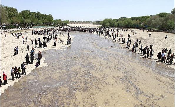 جاری شدن آب در زاینده رود (19)